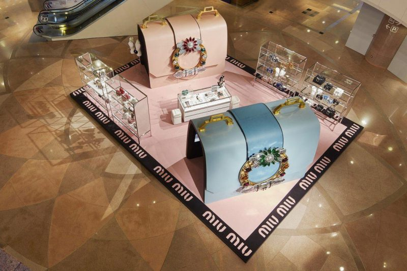 Miu-Miu-pop-up-store-niestandardy